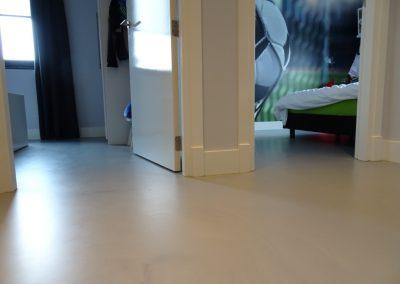 PU Betonlook gietvloer op slaapkamer