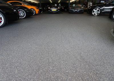 Rijt Autos Uden voorzien van een strakke Siergrindvloer